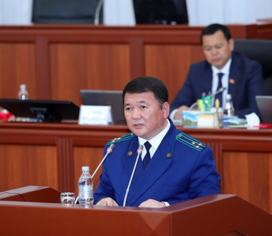 Жогорку Кенеш признал отчет генпрокурора удовлетворительным