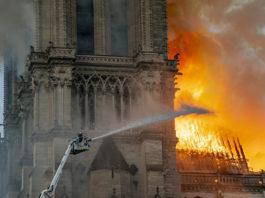 Кто поджег Собор Парижской Богоматери?