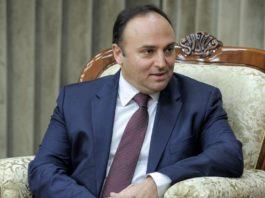 Посол Турции в КР не захотел сидеть на ифтаре с экс-директором школ «Сапат». ДУМК прокомментировало это