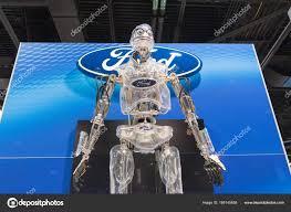 Посмотрите на двуногого робота от Ford. Он сможет привезти посылку прямо до двери!