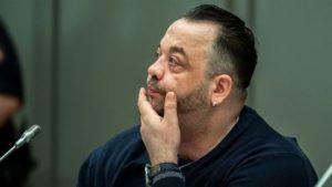 Немецкий медбрат Нильс Хёгель приговорен к пожизненному заключению за убийство 85 пациентов в двух больницах на севере Германии.