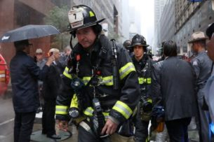 Вертолет аварийно приземлился на небоскребе Нью -Йорка. Пилот погиб