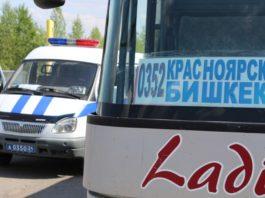 Красноярские полицейские не пустили в Кыргызстан автобус с разными колесами и неисправными тормозами