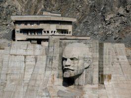 Голова Ленина размером с пятиэтажку: Зачем ее установили на Кировском водохранилище (фото)