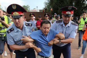 «При массовых фальсификациях протесты неизбежны». Ертысбаев о вероятности повторения белорусских событий в Казахстане