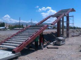На автодороге Бишкек-Нырын –Торугарт идет строительство надземного  пешеходного  перехода