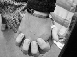 Усыновившая детей московская гей-пара уехала из России
