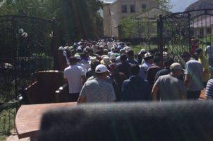 Начался второй штурм резиденции А.Атамбаева