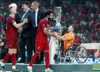 Казахстанский мальчик без ног наградил «Ливерпуль» суперкубком Европы