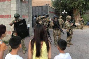 В Сети появилось видео избиения личного врача Атамбаева спецназом «Альфа» в Кой-Таше (видео)