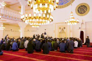 На мечеть, построенную Алмазбеком Атамбаевым, наложен арест