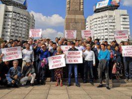 «Избавиться от Назарбаева» и остановить проекты с Китаем. Призывы на «курултае» в Алматы
