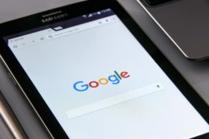 На смартфонах Huawei и Honor появилась замена Google