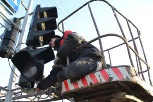 В Бишкеке установят еще 18 транспортных и 7 пешеходных светофоров