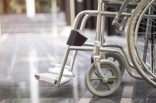 В Санкт-Петербурге таксист изнасиловал и ограбил девушку-инвалида на коляске