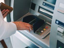 Мошенники придумали новую схему обмана доверчивых держателей банковских карт