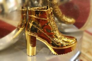 Туристка пыталась перейти границу в «золотой обуви»