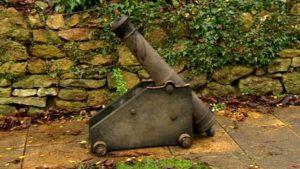 Пушку неожиданно нашли в деревне Тилби, недалеко от того места, откуда она была украдена 30 лет назад