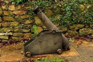Вор вернул английской деревне пушку, украденную 30 лет назад