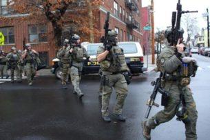 Один полицейский и пятеро местных жителей погибли в серии перестрелок в Нью-Джерси