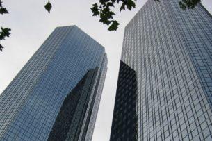 Банки сократили рекордное число сотрудников за четыре года