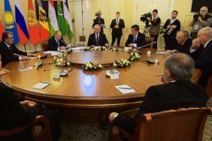 Путин в Петербурге представил главам стран СНГ рассекреченные документы о начале Второй мировой войны