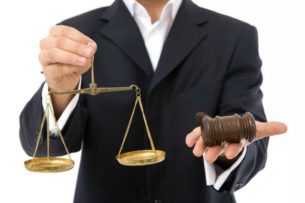 Адвокаты Кыргызстана пожаловались на давление со стороны силовиков
