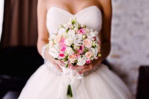 Жених в Китае отомстил неверной невесте на их свадьбе
