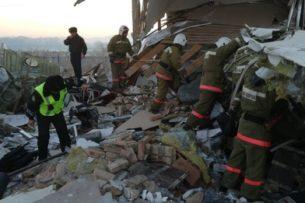 При крушении самолета в Казахстане выжили 60 человек, среди них кыргызстанец