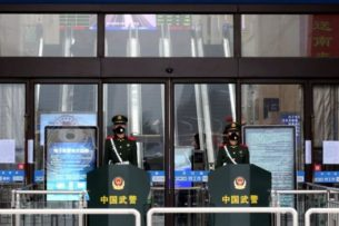 Смертельный коронавирус: Китай переходит на осадное положение, Новый год отменяется — Би-би-си
