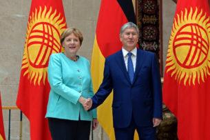 Ангела Меркель поздравила Алмазбека Атамбаева с Новым годом. Поздравление пришло только сегодня