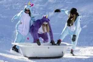 Ежегодные гонки на ваннах прошли в швейцарском горнолыжном курорте Штоос.