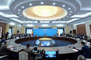 С.Жээнбеков: Некоторые руководители направляют материалы в Совет безопасности, даже не прочитав, что они подписывают