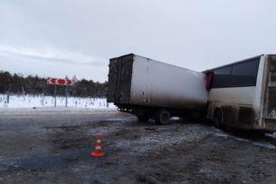 Автобус из Таджикистана попал в смертельное ДТП в России