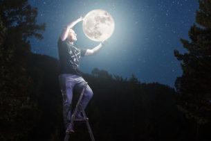 Миллиардер ищет подругу для полета на Луну