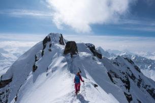 На Эльбрусе альпинист чудом выжил после падения с высоты 4800 метров