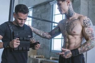 Развитие силы бойца: тренер ММА показал упражнения для дома