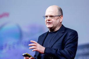 «Будет только хуже»: миллиардер-айтишник предупредил, что хакеры могут взломать все — даже лампочки