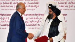 Талибы пообещали со своей стороны сделать так, чтобы Афганистан больше никогда не стал рассадником экстремистских групп. На фото спецпредставитель США по вопросам афганского примирения Залмай Халилзад (слева) и представители