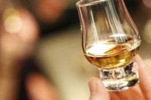 25-летний мужчина смог победить коронавирус с помощью виски