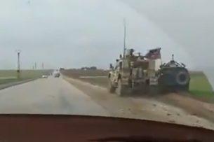 Не поделили дорогу: броневик США в Сирии попытался столкнуть на обочину российский «Тигр»
