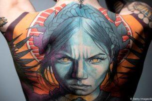 В ЕС хотят запретить цветные татуировки