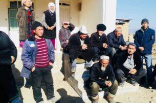 Представители правительства проводят встречи с жителями приграничных сел Баткенской области. Обсуждают вопрос обмена земель с Таджикистаном