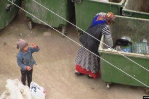 Драка за отходы: в Туркменистане обнищавшие люди ищут еду в мусорных баках