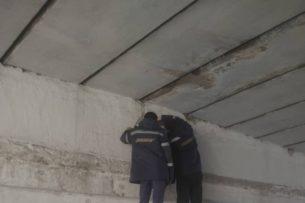 В пешеходных переходах под мостом на улице Абдрахманова Бишкека установили освещение