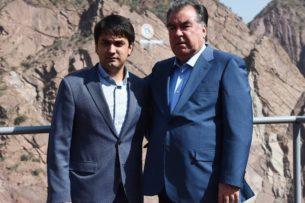 Тревожное политическое будущее Таджикистана: Все переживания Рахмона крутятся вокруг передачи власти Рустаму
