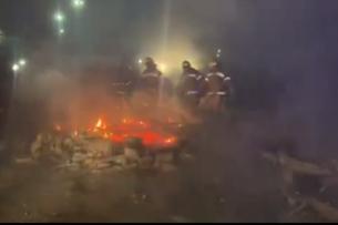 Творился ад: Автобусы с эвакуированными из Китая украинцами закидали камнями, разжигали костры и шло столкновение с силовиками