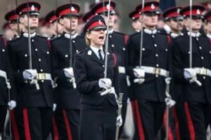 В Великобритании женщина впервые смогла сдать экзамен на десантника
