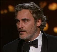 Хоакин Феникс получил «Оскар» в номинации «Лучший актер» за роль Джокера