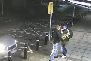 77-летний британский пенсионер отбился от уличного грабителя. Видео